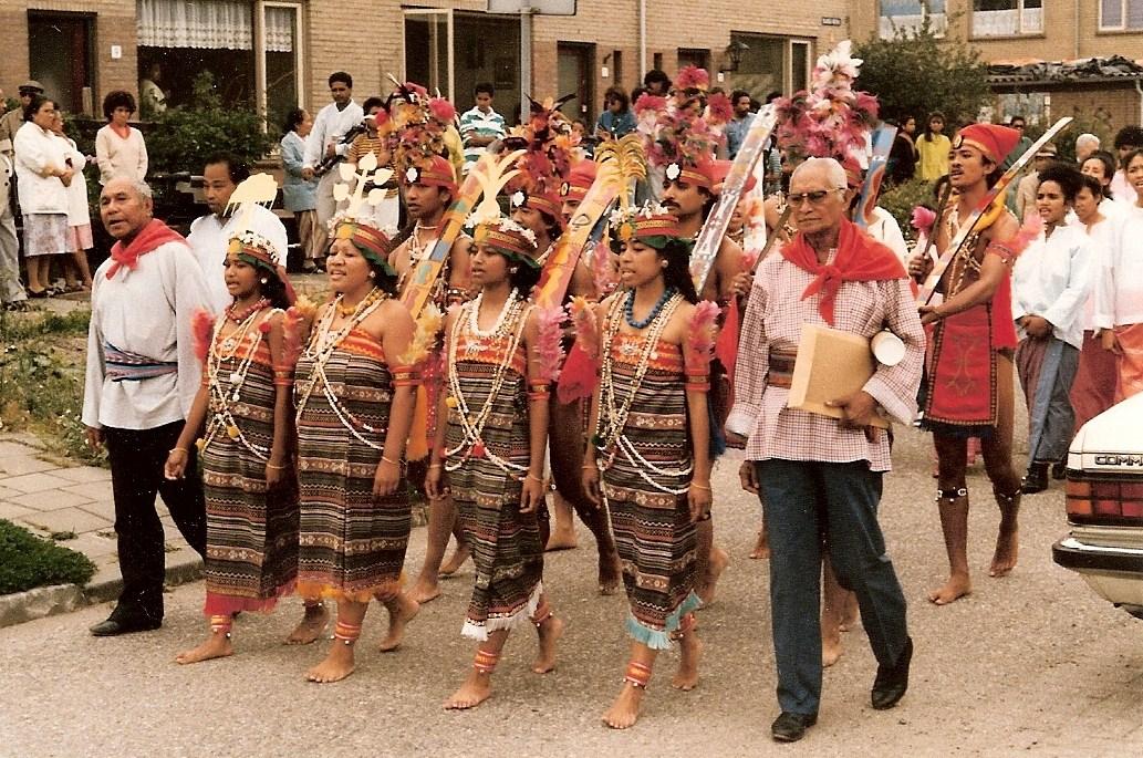 11. processie naar stichting