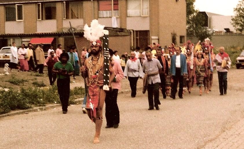 6. processie naar stichting
