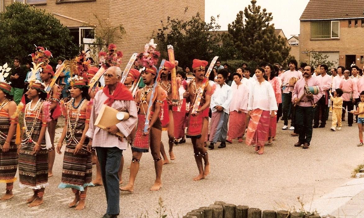 7. processie naar stichting
