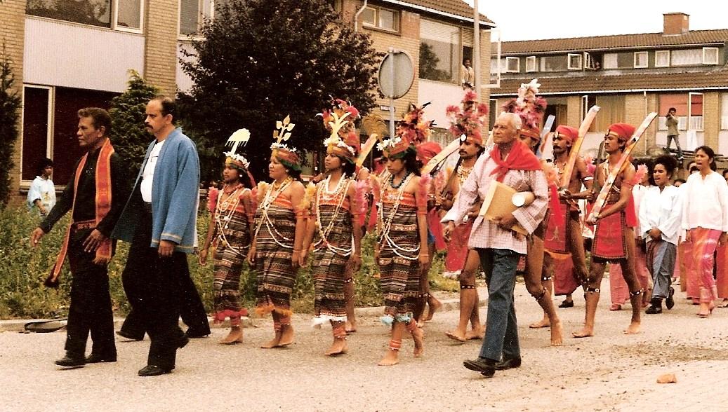 8. processie naar stichting