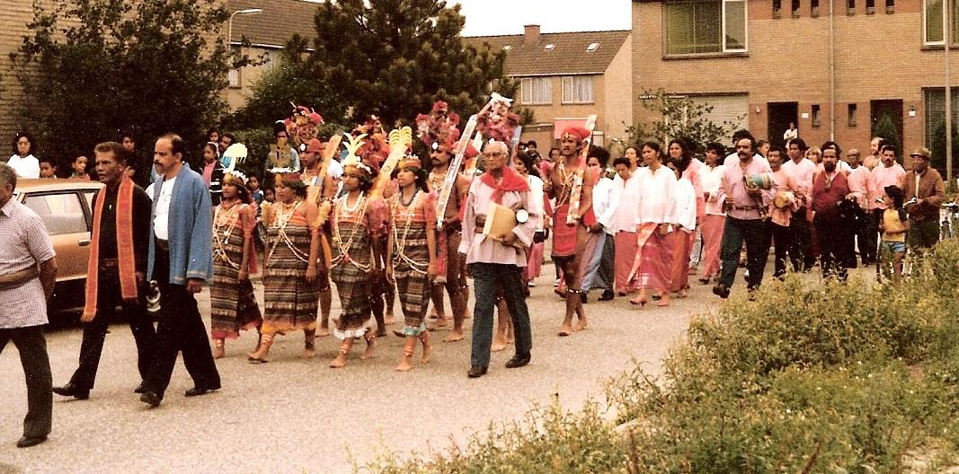 9. processie naar stichting